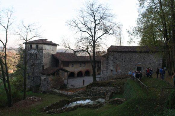 11 nov 2017, il Monastero di Torba scendendo da Castelseprio