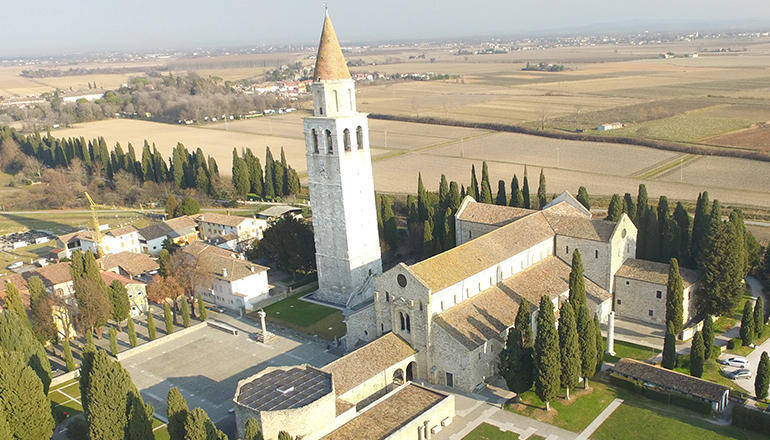 AQUILEIA (Ud), Attila ad Aquileia. Risultati degli scavi effettuati negli ultimi due secoli in Piazza Capitolo e all'interno della basilica di Aquileia.