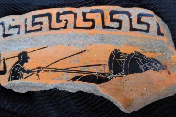 14 giu 2018, Paestum adulti, frammento di vaso del VI sec. a.C. ritrovato durante la pulizia.