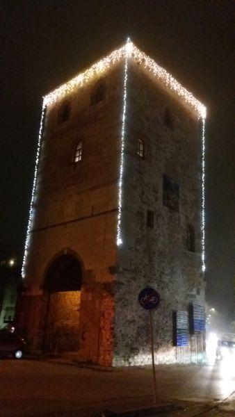 TORRE DI PORTA VILLALTA: La Torre con le luci per celebrare il centenario.