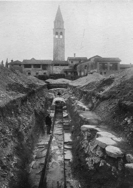 AQUILEIA (Ud), Il sistema di smaltimento delle acque di Aquileia tra vecchio e nuovi dati dagli scavi per le fognature moderne (1968-1972).