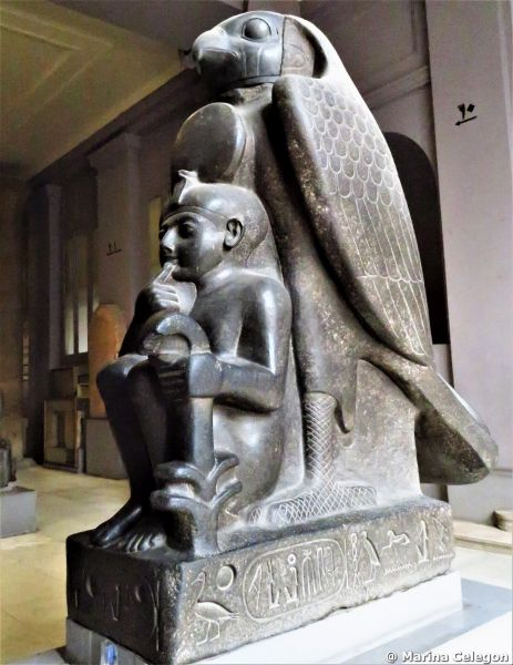 "Marina CELEGON, Una statua da ""settimana enigmistica""."