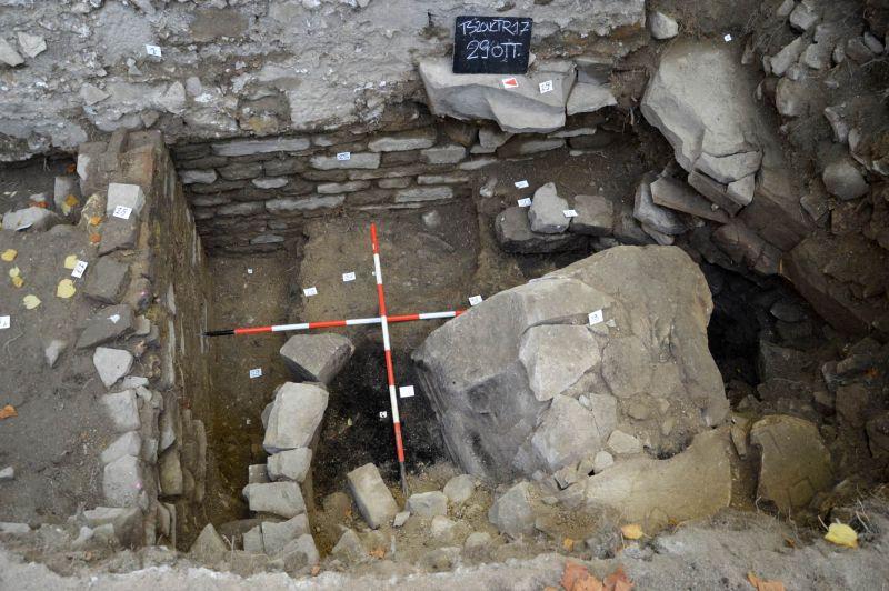 TRIESTE. Nuovi elementi dell'antica Tergeste emergono durante lavori idrici.