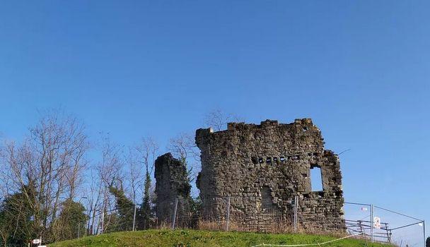 MANZANO (Ud). La collina è a rischio Serve mezzo milione per salvare il castello.