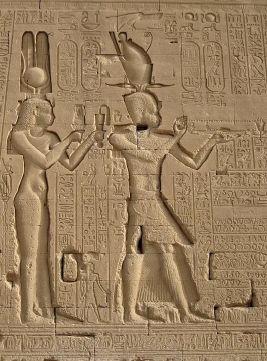 Gaia MAZZOLO. Cleopatra VII d'Egitto. Capo di Stato o concubina di re ?